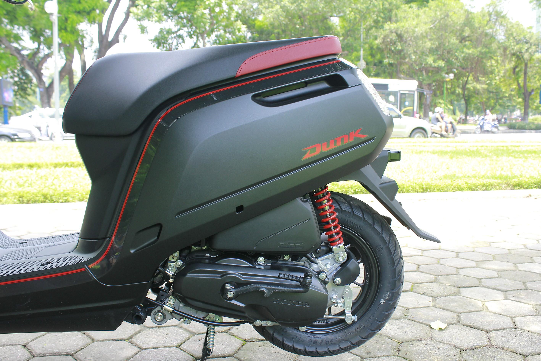 Xe++ - Cận cảnh mini-scooter Honda Dunk 50cc giá bán ngang ngửa SH  (Hình 13).