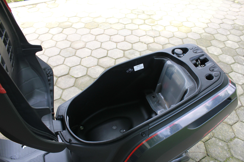 Xe++ - Cận cảnh mini-scooter Honda Dunk 50cc giá bán ngang ngửa SH  (Hình 7).