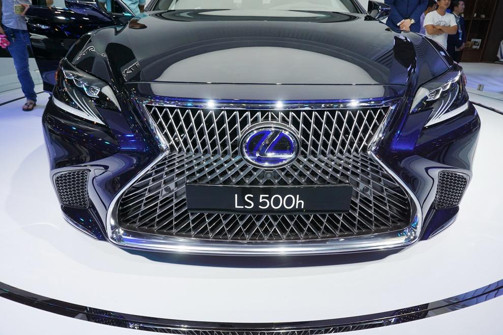 Xe++ - Rò rỉ giá bán Lexus LS 500h 2018 từ 1,71 tỷ đồng (Hình 6).