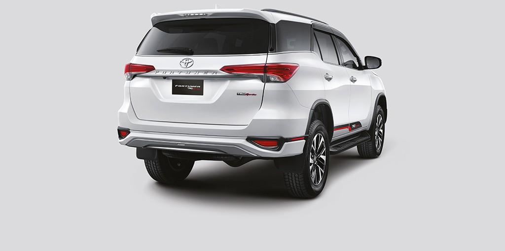 Xe++ - Toyota ra mắt Fortuner TRD Sportivo 2017 tại Ấn Độ (Hình 7).