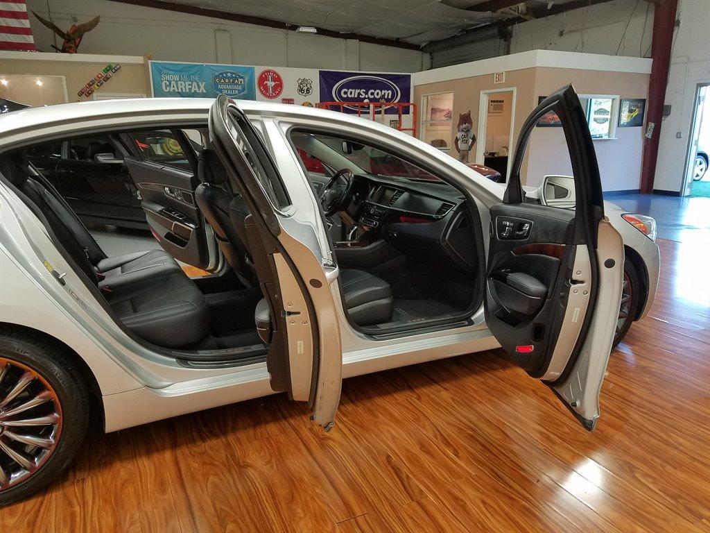 Xe++ - Sau 2 năm sử dụng, sedan hạng sang K900 của Kia rao bán 454,4 triệu đồng (Hình 9).
