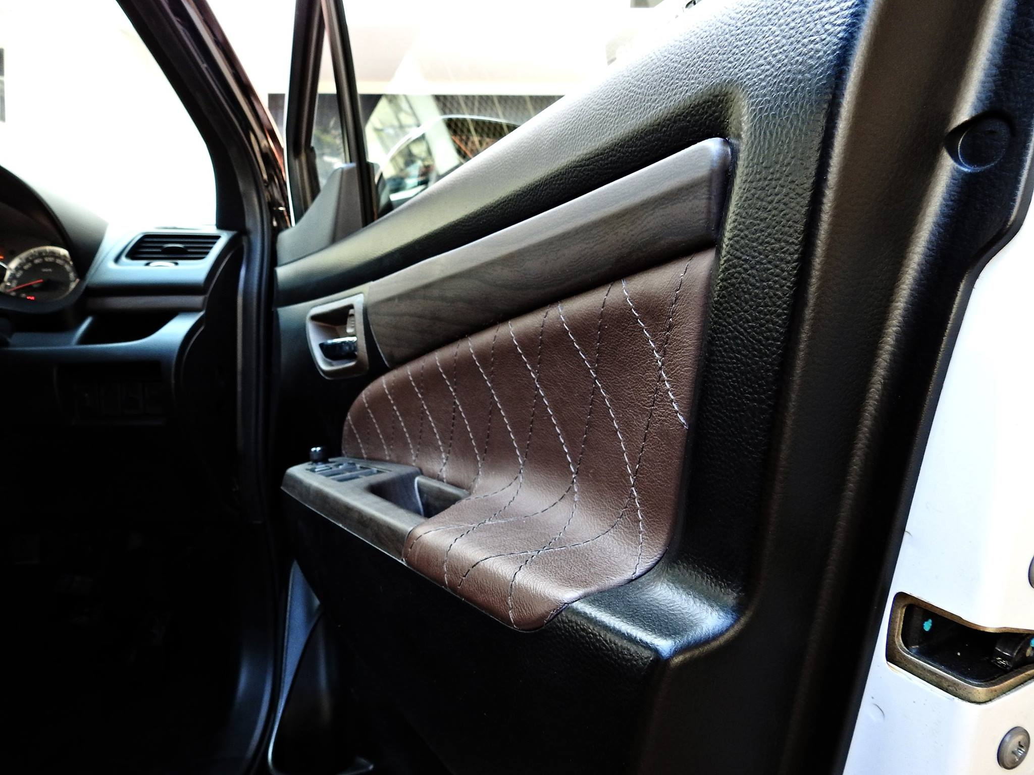 Xe++ - Suzuki Ertiga lên đời 'sang chảnh' như Rolls-Royce (Hình 6).