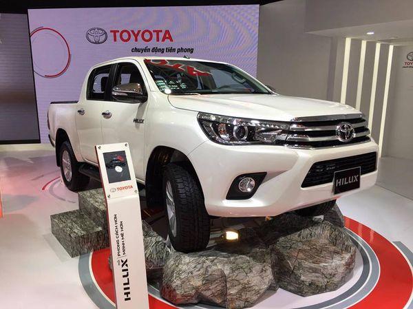 """Xe++ - Nâng cấp toàn diện, Toyota Hilux vẫn tiếp tục """"gặp khó"""" tại Việt Nam"""