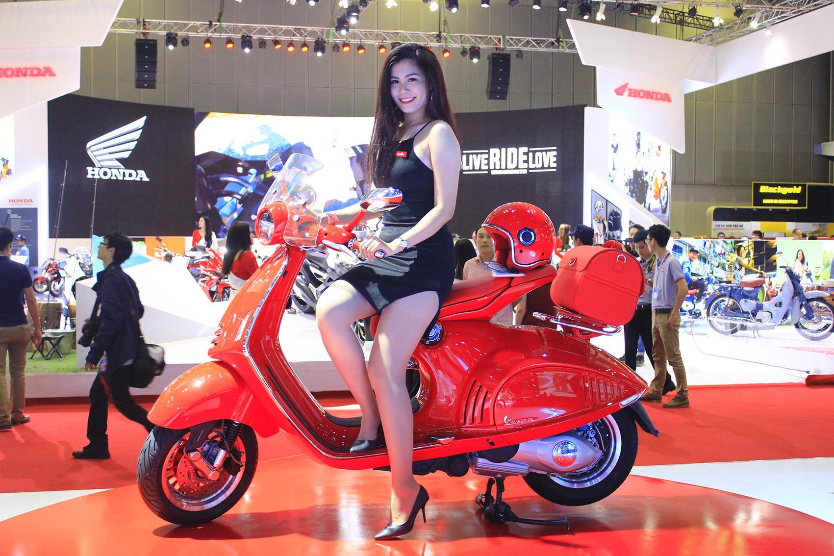 Xe++ - Vespa 946 Red giá 405 triệu đồng, ai dám mua?