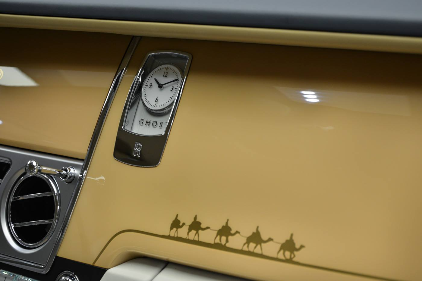 """Xe++ - Cận cảnh Rolls-Royce Ghost """"Oasis Edition"""" phiên bản đặc biệt (Hình 13)."""
