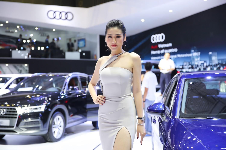 """Xe++ - Á hậu Tú Anh """"thả dáng"""" quyến rũ bên Audi A4 tiền tỷ (Hình 2)."""
