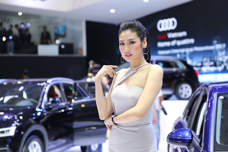 """Xe++ - Á hậu Tú Anh """"thả dáng"""" quyến rũ bên Audi A4 tiền tỷ"""