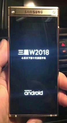 """Công nghệ - Lộ diện hình ảnh đầu tiên chiếc điện thoại """"vỏ sò"""" Samsung W2018"""