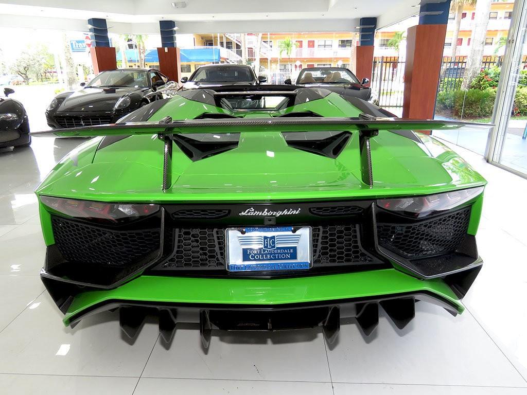 Xe++ - Lamborghini Aventador màu xanh cốm Verde Mantis độc nhất thế giới (Hình 12).
