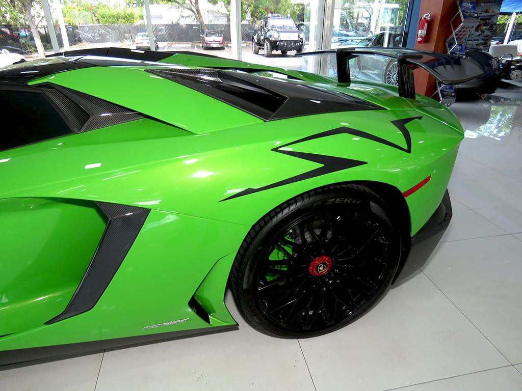 Xe++ - Lamborghini Aventador màu xanh cốm Verde Mantis độc nhất thế giới (Hình 10).