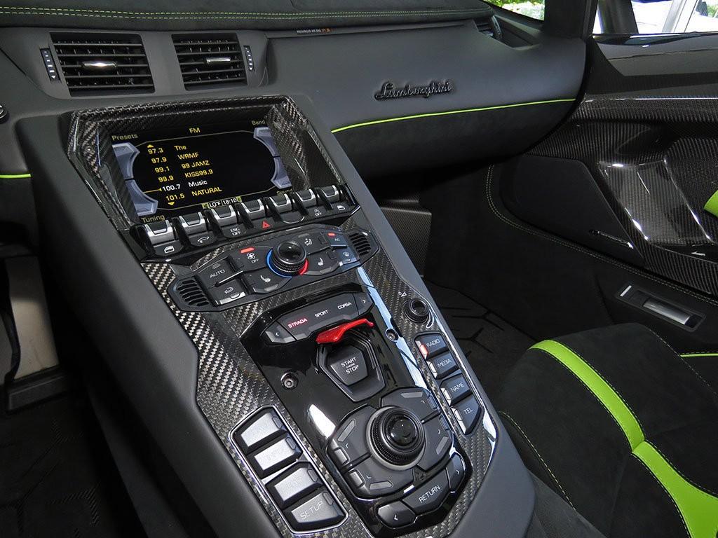 Xe++ - Lamborghini Aventador màu xanh cốm Verde Mantis độc nhất thế giới (Hình 14).