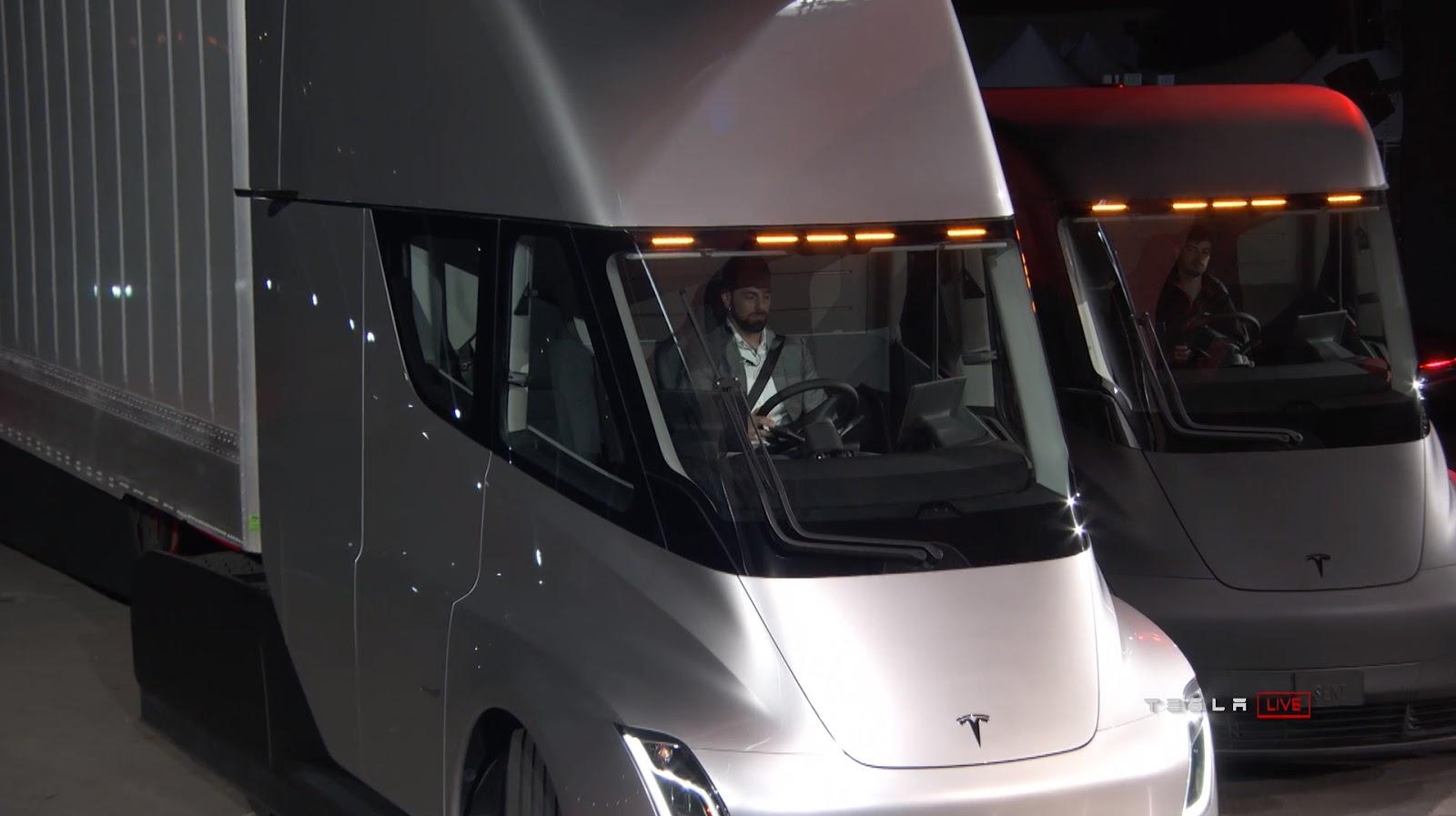 Xe++ -  Xe tải điện Tesla Semi trình làng, chạy được tới 800km/lần sạc (Hình 6).