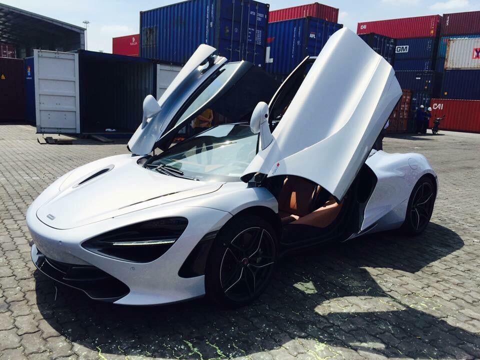 """Xe++ - Hai siêu xe thể thao tiền tỷ dắt tay nhau """"cập bến"""" tại Việt Nam (Hình 4)."""