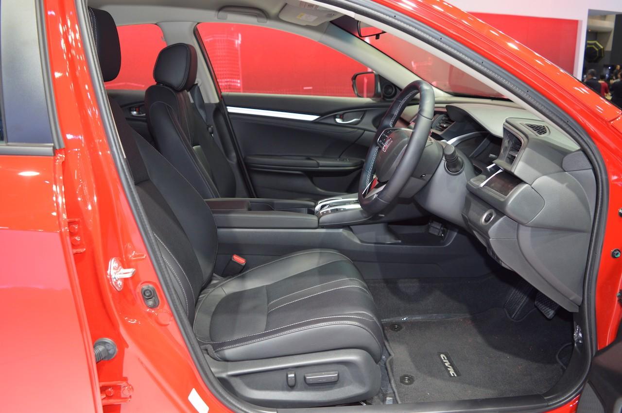 """Xe++ - Ngỡ ngàng với Honda Civic trong """"bộ áo choàng"""" Rallye Red mới (Hình 7)."""