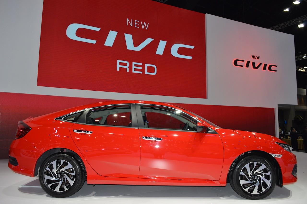 """Xe++ - Ngỡ ngàng với Honda Civic trong """"bộ áo choàng"""" Rallye Red mới (Hình 3)."""