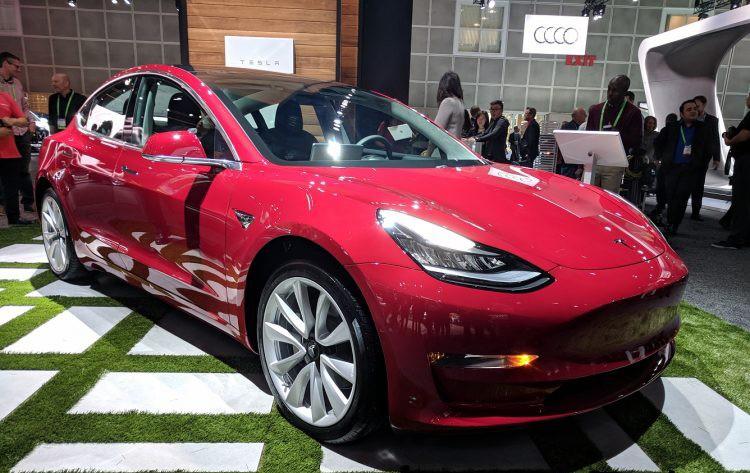 Xe++ - Tesla Model 3 bất ngờ xuất hiện tại LA Auto Show 2017 (Hình 3).