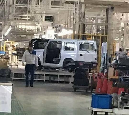 Xe++ - Lộ diện Suzuki Jimny 2018 tại nhà máy, bán ra vào năm 2019 (Hình 2).