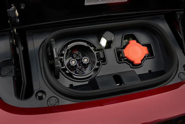 Xe++ - Nissan Leaf 2018 công bố giá bán hơn 680 triệu đồng tại Mỹ (Hình 10).