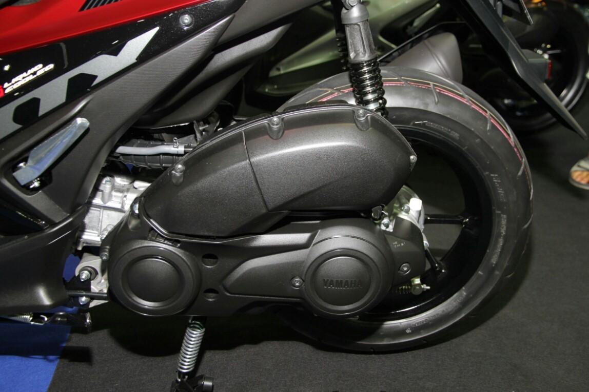 Thị trường xe - Yamaha NVX 155 R bổ sung 2 màu mới, giá từ 43 triệu đồng (Hình 3).