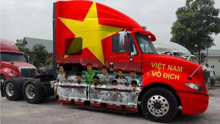 """Thú chơi xe - Dân chơi Việt lên đời cho """"xế hộp"""" cổ vũ đội tuyển U23 Việt Nam"""