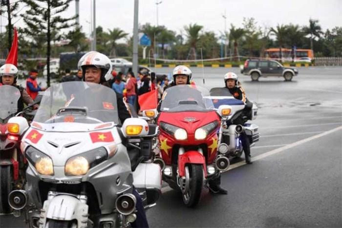 Thú chơi xe - Dàn siêu xe triệu đô, mô tô PKL khủng diễu hành đón U23 Việt Nam (Hình 6).