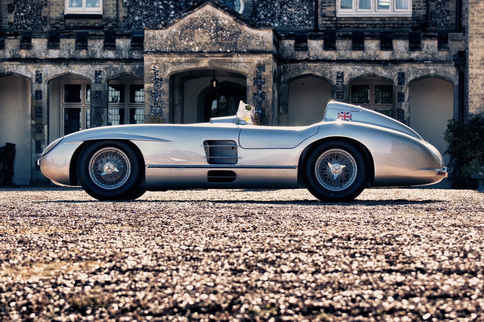 Video xe - Top 5 mẫu xe ô tô sang trọng bậc nhất của Mercedes-Benz (Hình 5).