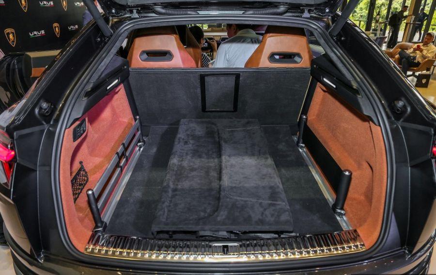 """Thị trường xe - Siêu SUV Lamborghini Urus """"đặt lốp"""" tới Đông Nam Á có giá bao nhiêu? (Hình 6)."""