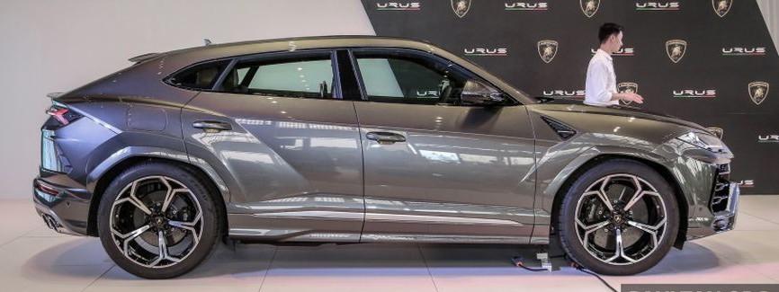 """Thị trường xe - Siêu SUV Lamborghini Urus """"đặt lốp"""" tới Đông Nam Á có giá bao nhiêu? (Hình 4)."""