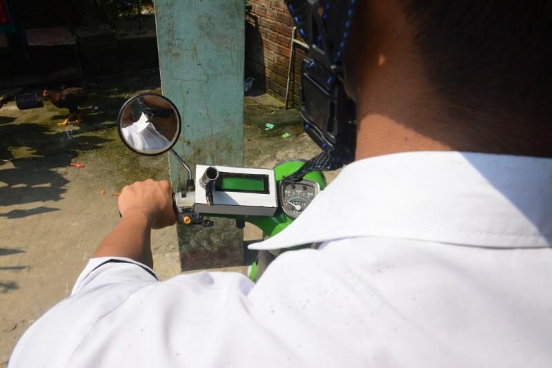 Sau vô lăng - 10x sáng chế máy đo nồng độ cồn biết... gọi điện cho người thân (Hình 2).