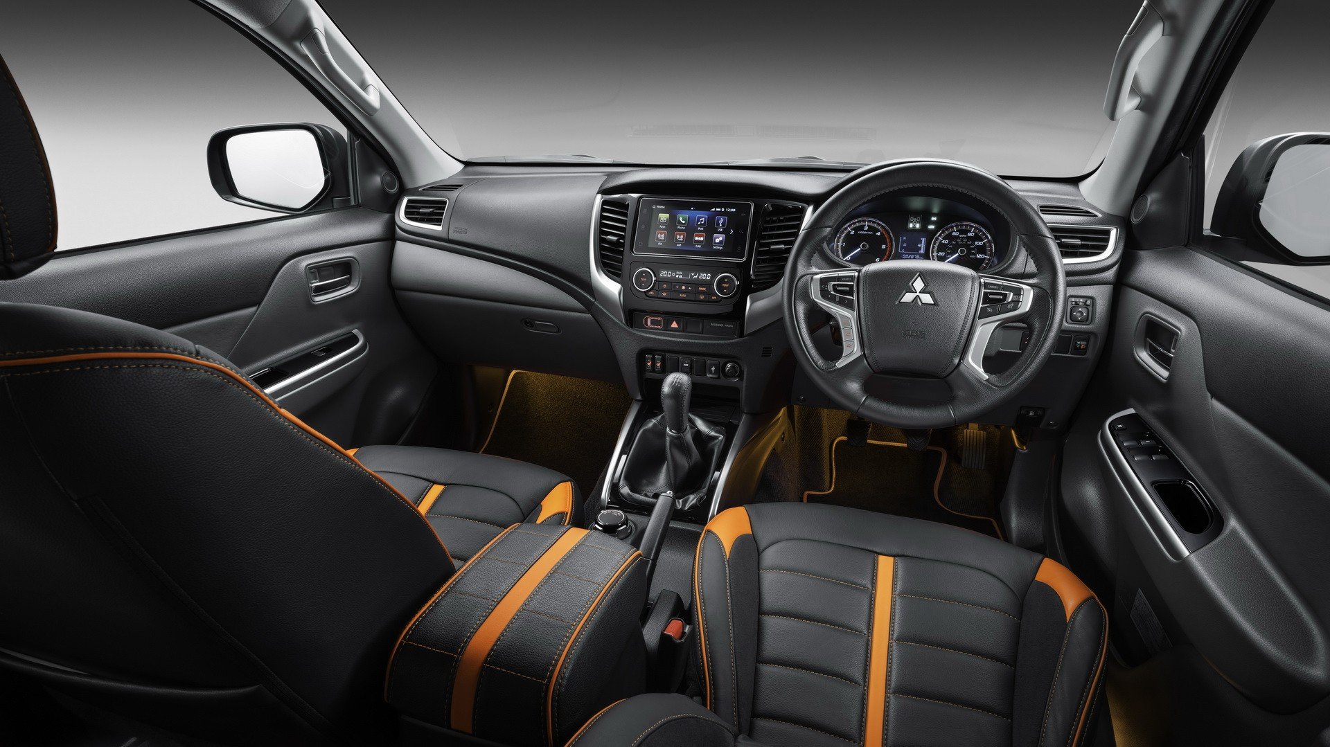 Thị trường xe - Mitsubishi tung pick-up bản 'độc' giá gần 1 tỷ đồng (Hình 6).