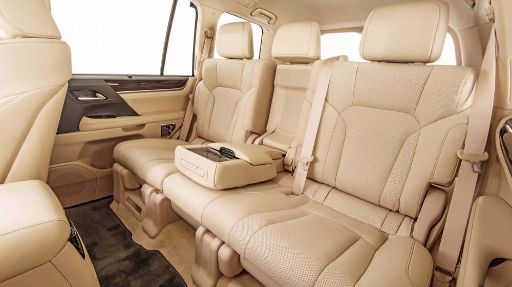 """Thị trường xe - """"Chuyên cơ mặt đất' Lexus LX570 2018 chốt giá chính thức cho bản 5 chỗ ngồi (Hình 4)."""
