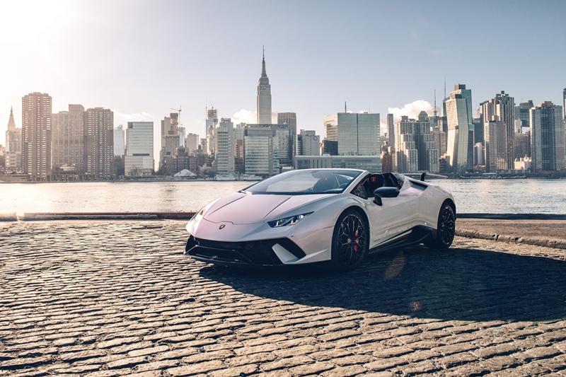 Thị trường xe - 'Siêu bò' mui trần Lamborghini Huracan Performante Spyder chốt giá chính thức (Hình 4).