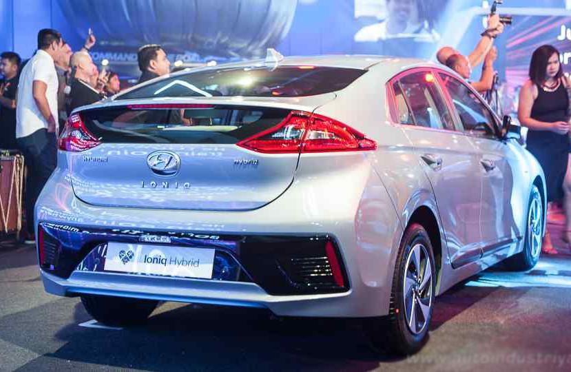 Thị trường xe - Soi kỹ 'xe lai' Hyundai Ioniq hybrid 2018 chốt giá 665 triệu đồng (Hình 2).