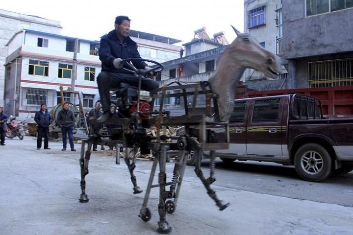 Thú chơi xe - Bất ngờ với ô tô và robot tự chế của dân thường (Hình 5).