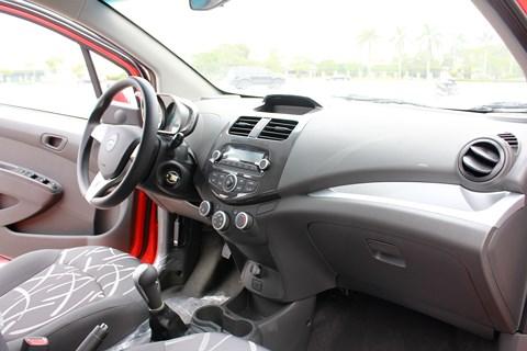 Bảng giá xe - Chevrolet Spark 'ế thảm, giảm sâu' trở thành xe ô tô rẻ nhất Việt Nam (Hình 3).