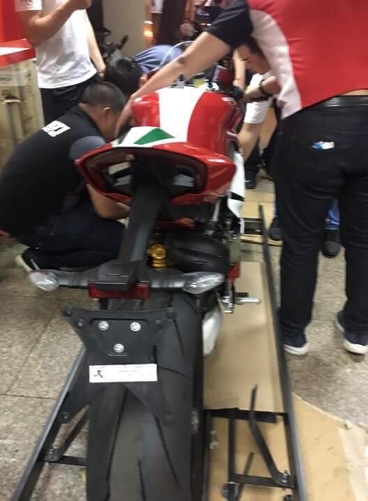 Thị trường xe - Siêu mô tô Ducati Panigale V4 Speciale giá 2 tỷ đầu tiên về Việt Nam (Hình 4).