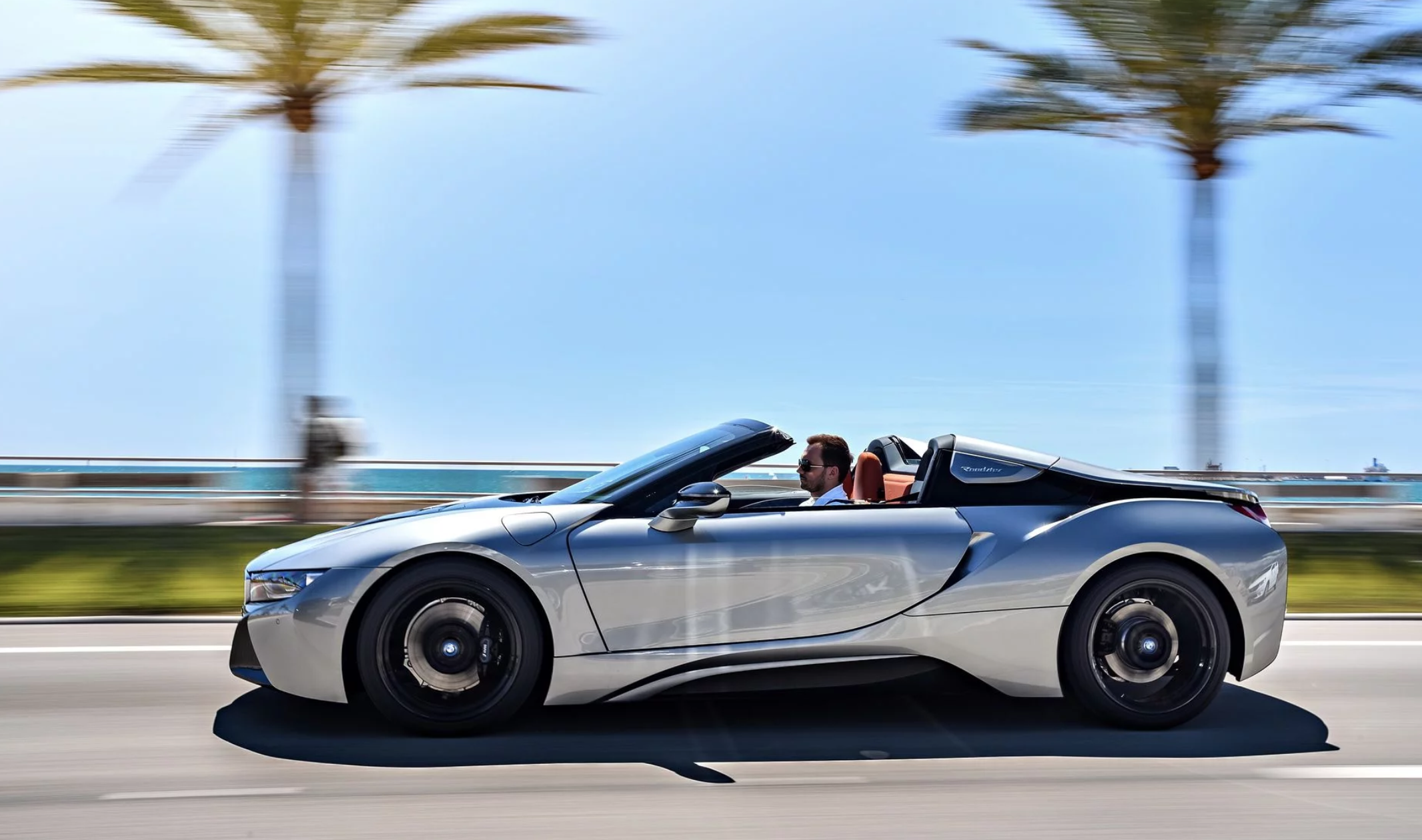 Thị trường xe - Ngất ngây với siêu xe mui trần BMW i8 Roadster 'bằng xương bằng thịt' (Hình 2).