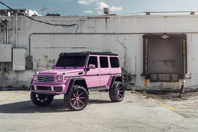 Thú chơi xe - 'Vua địa hình' Mercedes-Benz G500 4×4² chợt 'đỏm' trong bộ cánh hồng nữ tính (Hình 2).