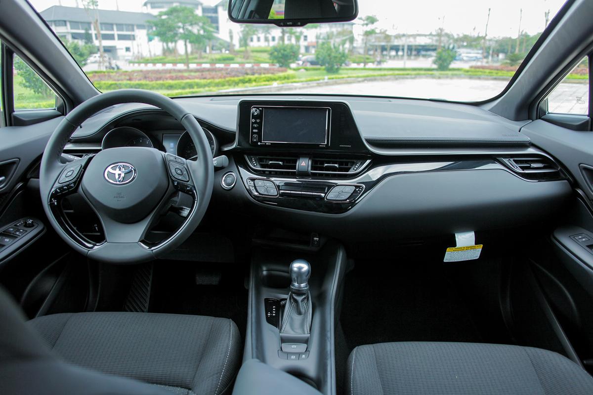 Thị trường xe - Tận mục 'của lạ' Toyota C-HR giá gần 2 tỷ, màu độc nhất Việt Nam (Hình 5).