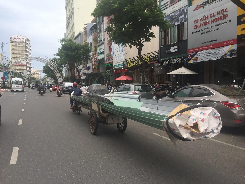 """Xã hội - Rùng mình nhìn """"lưỡi hái tử thần"""" di chuyển trên đường phố Đà Nẵng"""