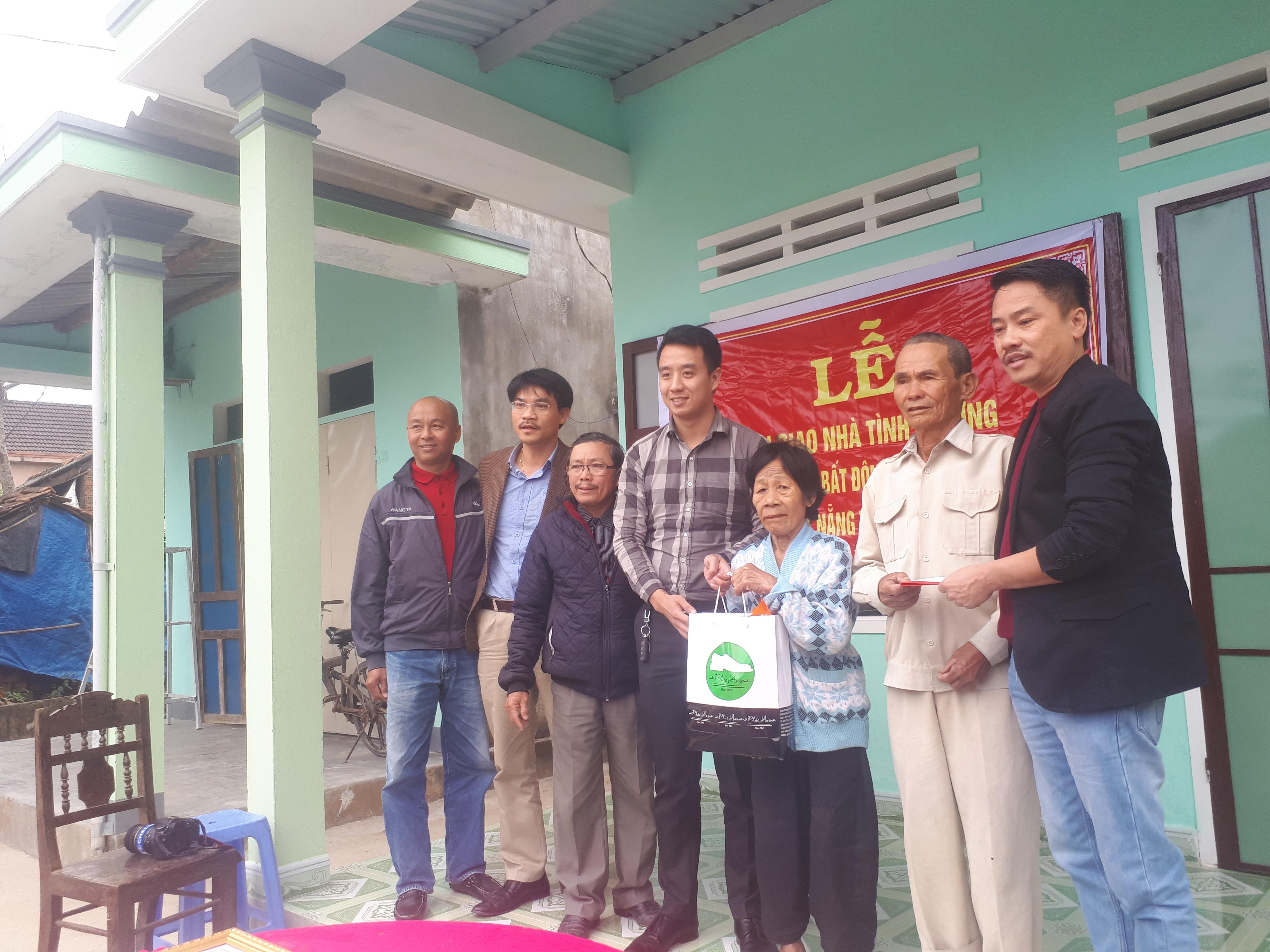 Xã hội - Hàng trăm món quà Tết đến với người dân nghèo xứ Quảng