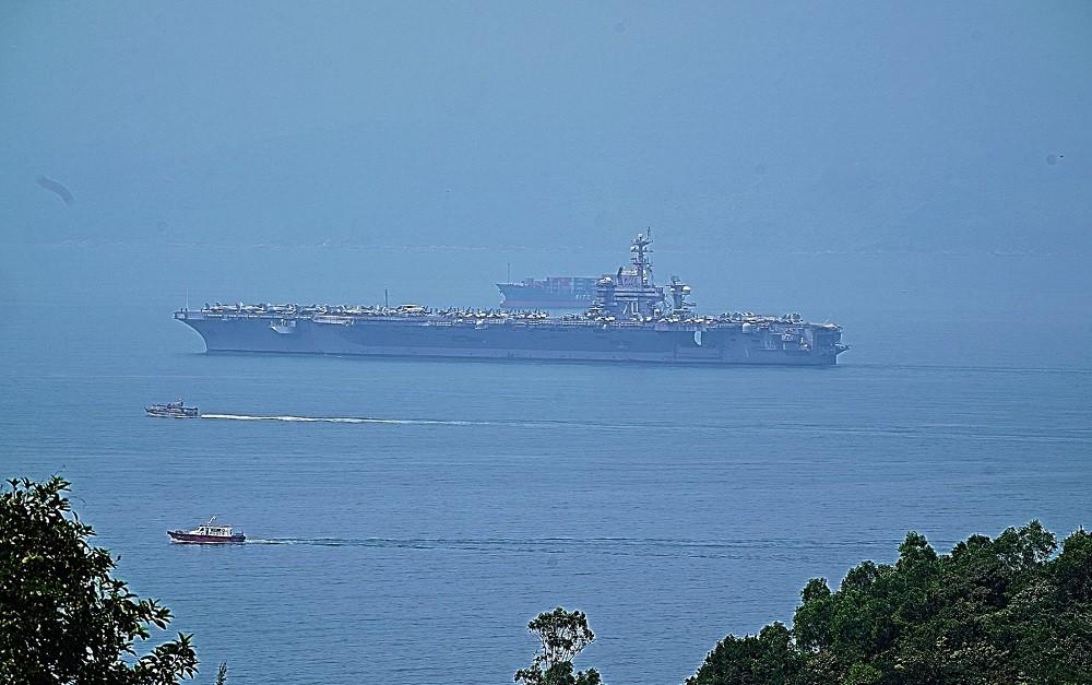 Hé lộ những hình ảnh đầu tiên của USS Carl Vinson trên vùng biển Đà Nẵng - Hình 3