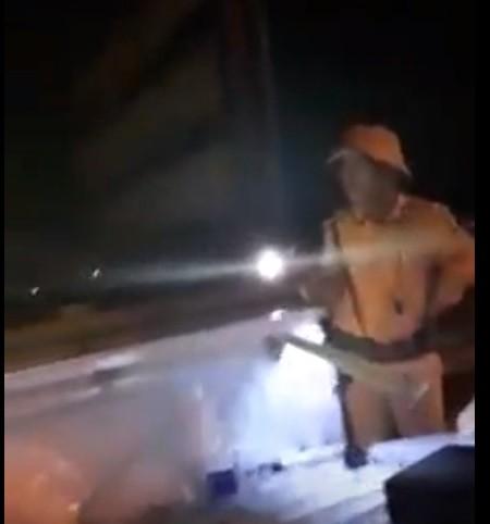 An ninh - Hình sự - Diễn biến mới vụ Trung tá CSGT rọi đèn pin vào mặt người dân