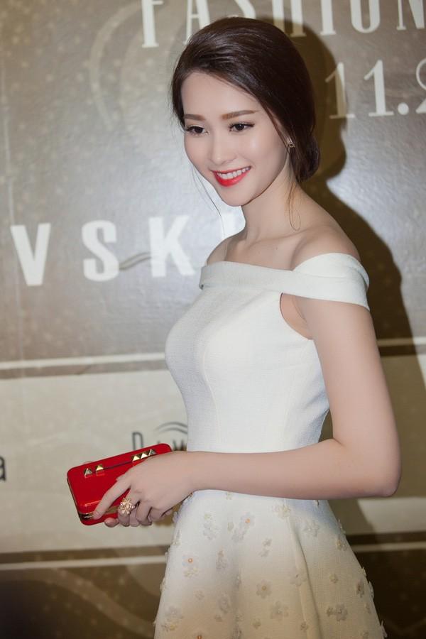 Giải trí - Nhan sắc vạn người mê của Hoa hậu Thu Thảo (Hình 5).