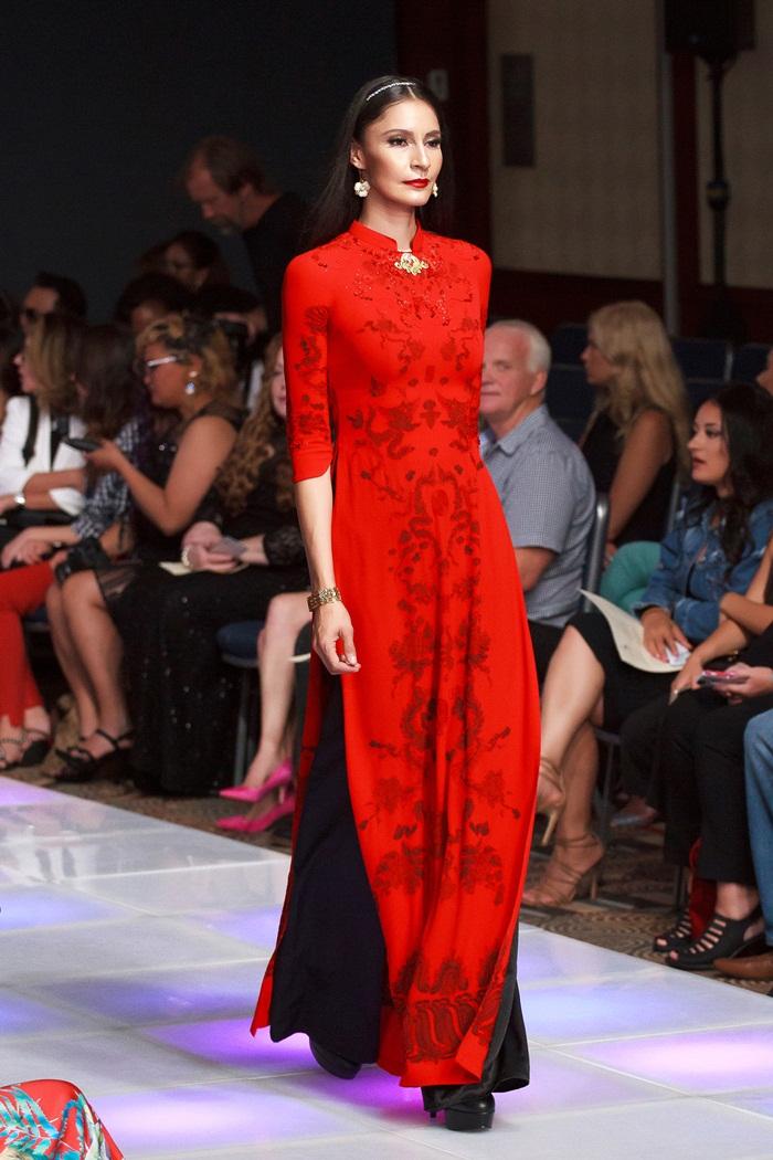 Giải trí - Khai mạc New York Couture Fashion Week, NTK Việt tạo tiếng vang lớn (Hình 3).