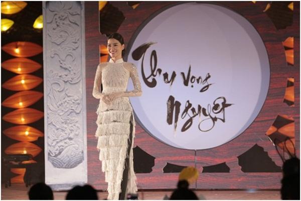 Giải trí - Hồn Việt bừng sáng trong bộ sưu tập áo dài Thu vọng Nguyệt (Hình 6).