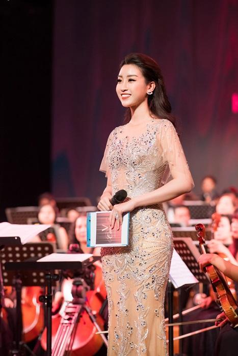 Hoa hậu Mỹ Linh: Tôi bị thu hút với nghề MC - Hình 7