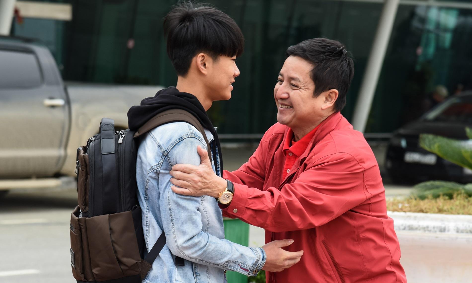 Ngôi sao - Sau khi nói lời tạm biệt Táo quân, NSƯT Chí Trung đi trao quà ở Thanh Hóa