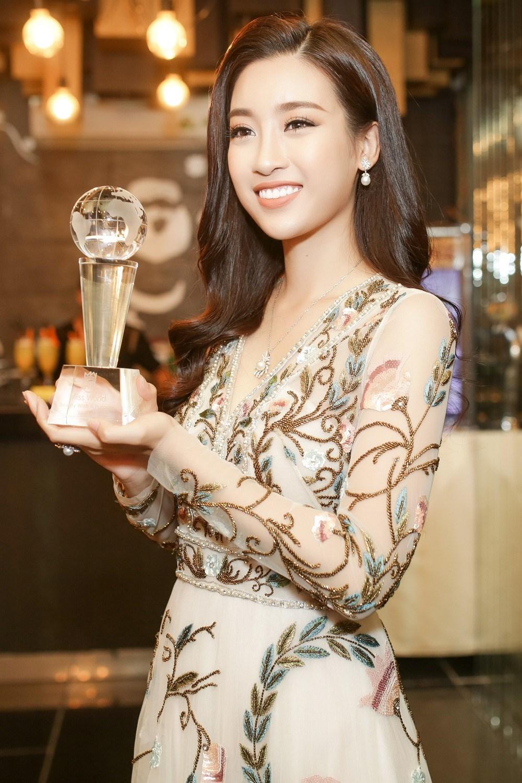 Sự kiện - Đây là món quà Valentine  khiến Hoa hậu Mỹ Linh 'loạn nhịp' (Hình 2).