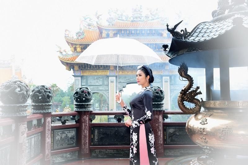 Hoa hậu Ngọc Hân xinh đẹp nao lòng cùng áo dài  - Hình 8
